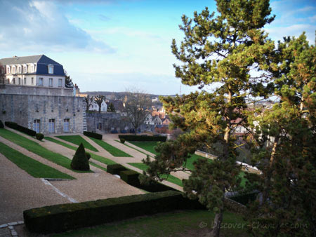 Chartres cathedral garden - view from the map board