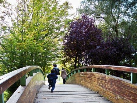 Promenade des Bords de L'Eure - another bridge