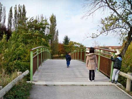 Promenade des Bords de L'Eure - the bridge