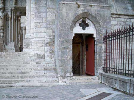 North entry door of Chartres crypt