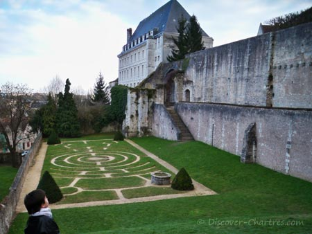 Chartres cathdral labyrinth garden