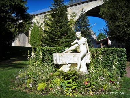 Jardi d'Horticulture - the statue