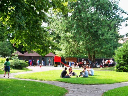Chilling out in  Parc des Bords de L'Eure
