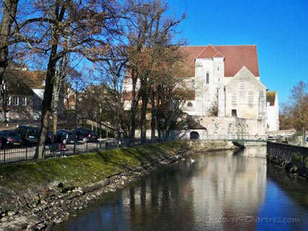 Collegiale Saint-André with the Eure river