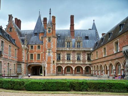 The inner courtyard of Château de Maintenon