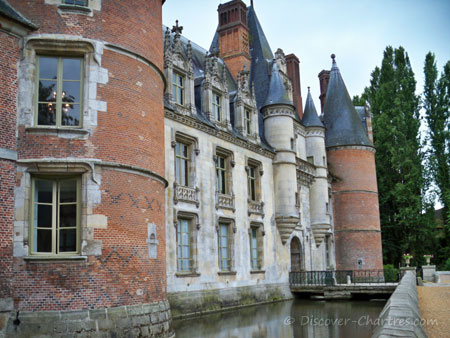 Chateau de Maintenon surrounded by the moat