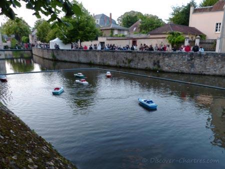 Mini boats on Eure river