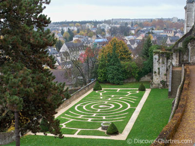 Chartres labyrinth garde