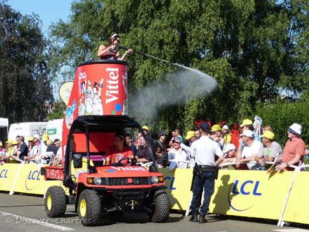 Vittel caravan showering the public